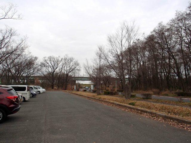 秋ヶ瀬公園の駐車場