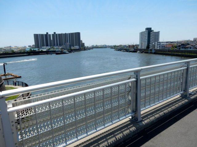 新中川と旧江戸川の分岐