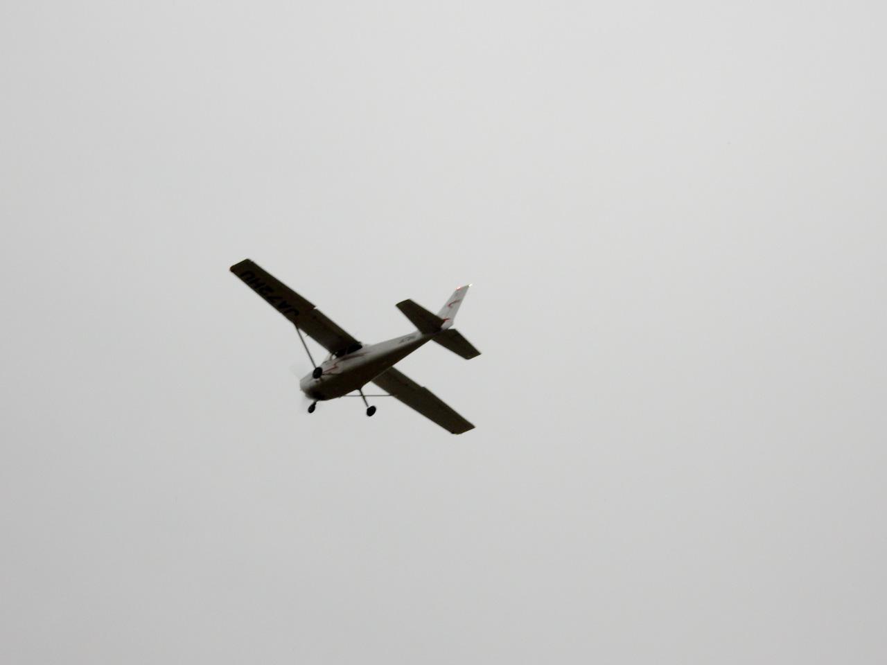 荒川サイクリングロード ホンダエアポート セスナ離陸