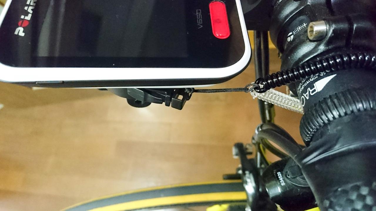 サイコンの落下防止にストラップを取り付け(Polar V650)