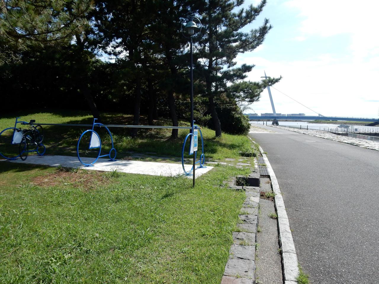 荒川サイクリングロード 左岸 葛西臨海公園 自転車ラック
