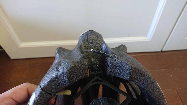 ヘルメットを分解